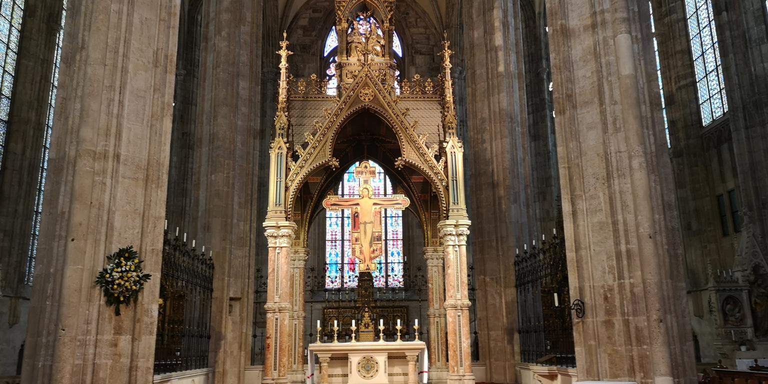 Altar in der Klosterkirche Heiligkreuz