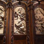 Kunstvoll geschnitztes Chorgestühl